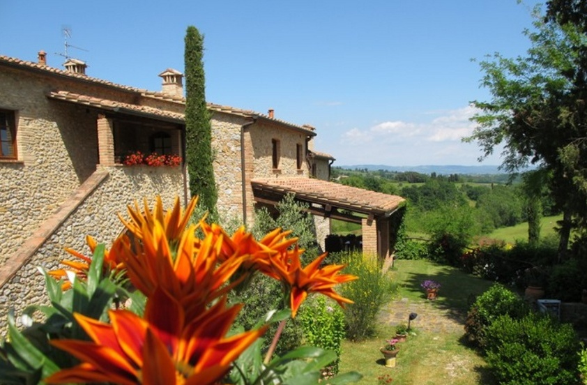 house for sale on the hills near siena