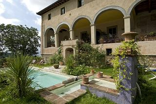 villa with swimming pool for sale Tuscan hills