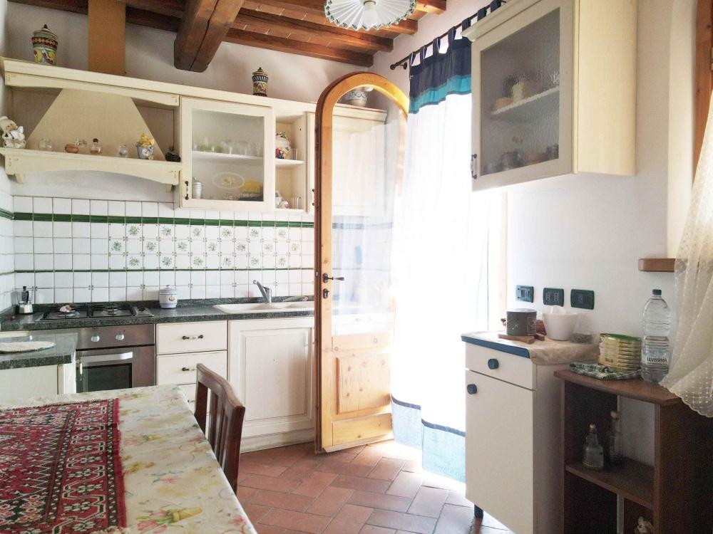 house with swimming pool san gimignano interior
