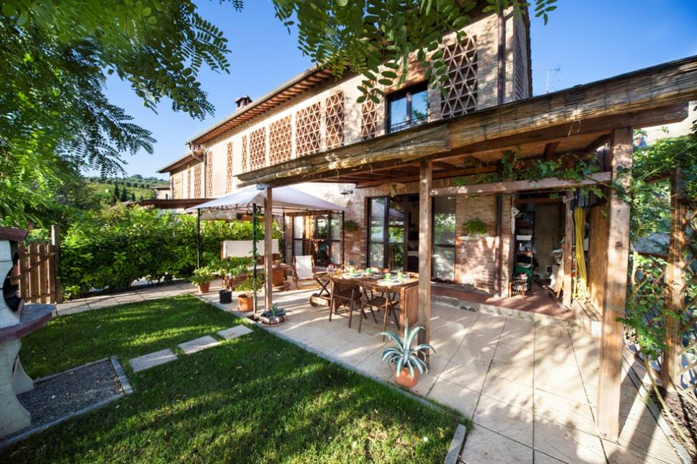 buy a house in tuscany