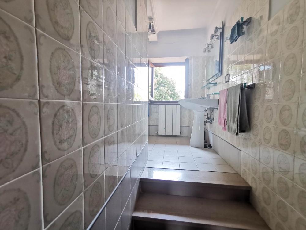 farmhouse san gimignano bathroom