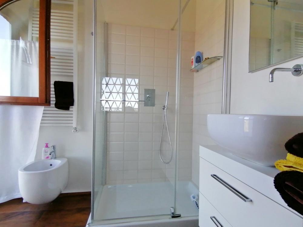 farmhouse castelfalfi bathroom