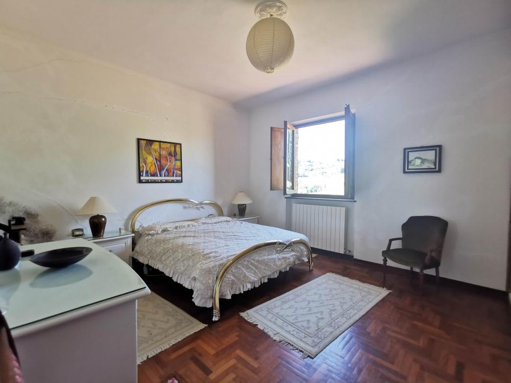farmhouse san gimignano bedroom