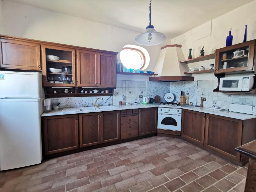 farmhouse san gimignano kitchen