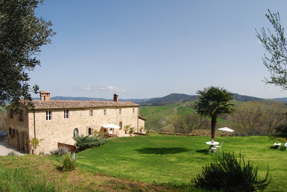 stone farmhouse in tuscany
